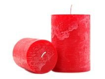 两个红色蜡蜡烛不同直径在白色背景和长度隔绝 库存图片