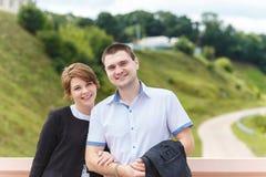 两个美丽的年轻恋人画象  免版税图库摄影