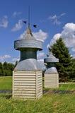 两个老谷仓圆屋顶 免版税库存照片