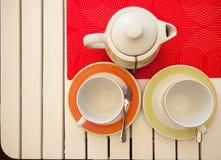 两个茶杯和茶壶 免版税库存图片