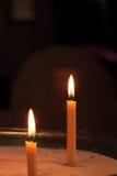 两个蜡烛在教会里 免版税库存照片