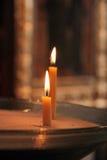 两个蜡烛在教会里 库存图片