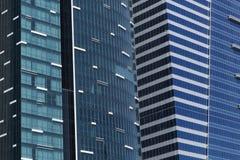 两个被反映的大厦Windows细节在蓝色的 免版税库存图片