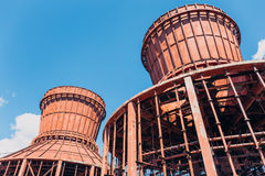 两个被拆毁的冷却塔 免版税库存图片