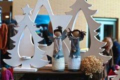 两个逗人喜爱的天使玩偶 免版税库存图片
