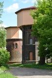 两个铁路水塔(1890和1907) 城市古谢夫, Kaliningra 图库摄影