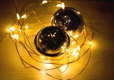 两个门铃和圣诞节链子 图库摄影
