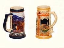 两个陶瓷纪念品啤酒杯子 免版税库存图片