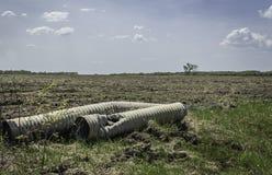 两个非常老打破的垄沟排水设备阴沟 免版税图库摄影