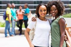 两个非洲学院朋友 库存照片