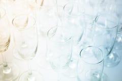 两个音色酒杯背景 库存图片