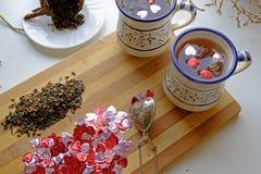 两个风景切头的情人节茶 免版税库存图片