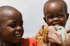 两个马塞人孩子画象马塞语的玛拉 免版税库存照片