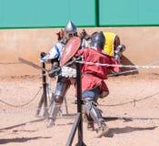 两个骑士-参加者在骑士节日在名单上战斗在戈伦公园在以色列 免版税图库摄影