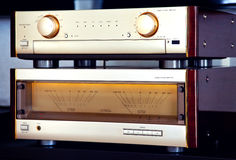 两个高端放大器葡萄酒音频立体音响系统的豪华 免版税图库摄影