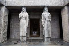 两个高雕象在njegos陵墓  免版税库存照片
