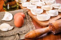 两个鸡蛋和乌克兰varanyky 免版税库存图片