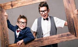 两个年轻典雅的兄弟画象  图库摄影