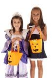 两个年轻姐妹把戏或款待公主和啦啦队员 图库摄影