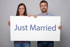 两个结婚的年轻恋人画象  免版税图库摄影