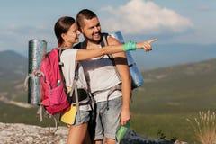 两个年轻游人 图库摄影