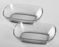 两个玻璃方形的浅碗 免版税库存照片