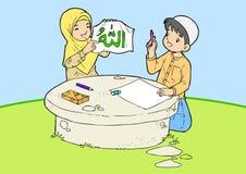 两个年轻穆斯林写着书法 库存照片