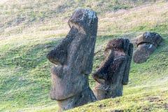两个Moai雕象 免版税库存图片