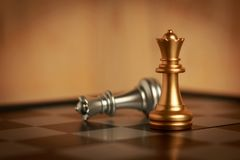两位女王/王后国际象棋棋局在船上 库存照片