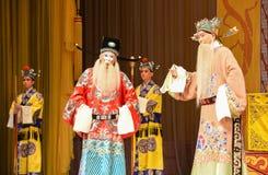 """两位部长给山雀-为- tat -杨Family†的北京Opera""""妇女将军 库存图片"""
