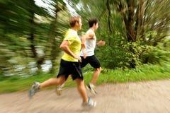 两位年轻运动员跑步/跑 库存照片