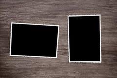 两使在木背景的老葡萄酒照片模板变黑 库存照片