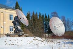 两俄罗斯科学院的特别天体物理学的观测所的无线电望远镜 普尔科沃观测所,圣彼得 免版税图库摄影