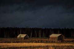 两倾斜的干草堆 库存图片
