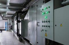两关闭了通风系统控制台室在工业透气屋子近对透气单位 免版税库存照片