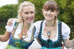两划艇的妇女 免版税库存照片