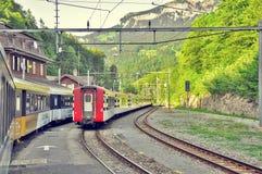 两列乘客钝齿轮火车 免版税库存照片