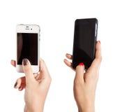 两只女性手拍在手机的照片 库存照片