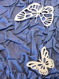两只白色蝴蝶。纸切口。 免版税图库摄影