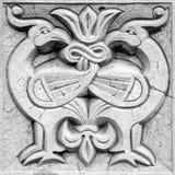 两只神仙的火鸟,浅浮雕 库存照片