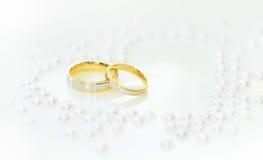 两只金戒指一婚礼之日 库存照片