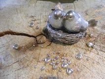 两只鸟metallics为情人节 免版税库存照片