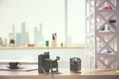 两台减速火箭的照相机 免版税图库摄影