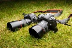 两台照片照相机,反光照相机 免版税库存照片