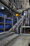 两台辊筒运输机在一个橱柜式立体仓库里 免版税库存图片