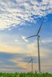 两台风涡轮发电机 免版税图库摄影