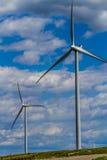 两台绿色能量工业风轮机在俄克拉何马。 图库摄影