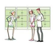 两名妇女和一个人白色制服的 在药房职员和一家诊所之间的冲突 背景查出的白色 皇族释放例证