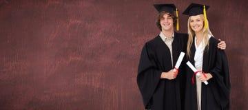 两名学生的综合图象毕业生长袍的并肩 免版税图库摄影