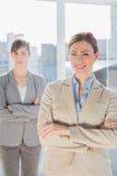 两名愉快的女实业家 免版税库存照片